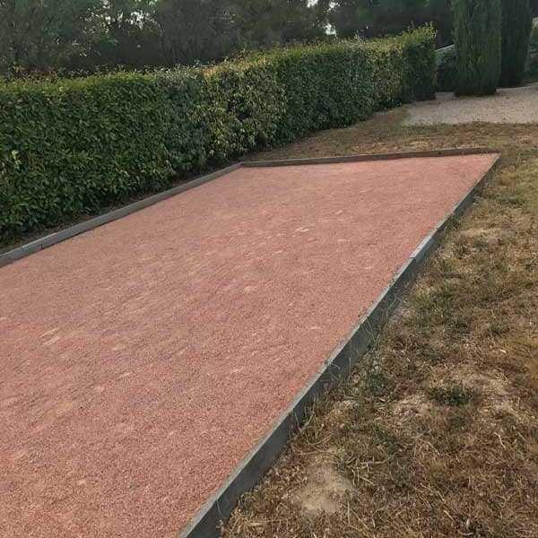 terrain de pétanque sable rose