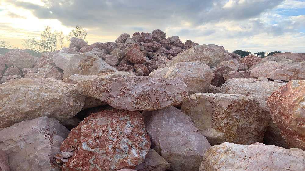 Bloc de marbre ou mur de soutènement ou enrochement 1