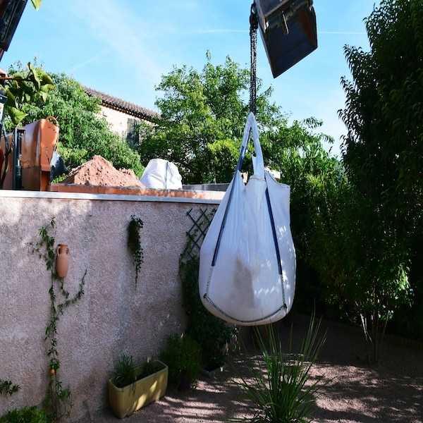 Livraisons de graviers décoratifs, achats de graviers concassés, graviers de marbre rose, graviers rose de provence