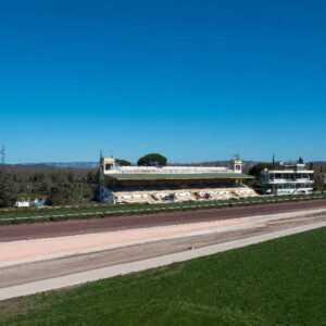 Livraison-sable-rose-TP-provence-eiffage-route-hippodrome-de-la-crau-société-des-courses-de-salon-de-pro (6)