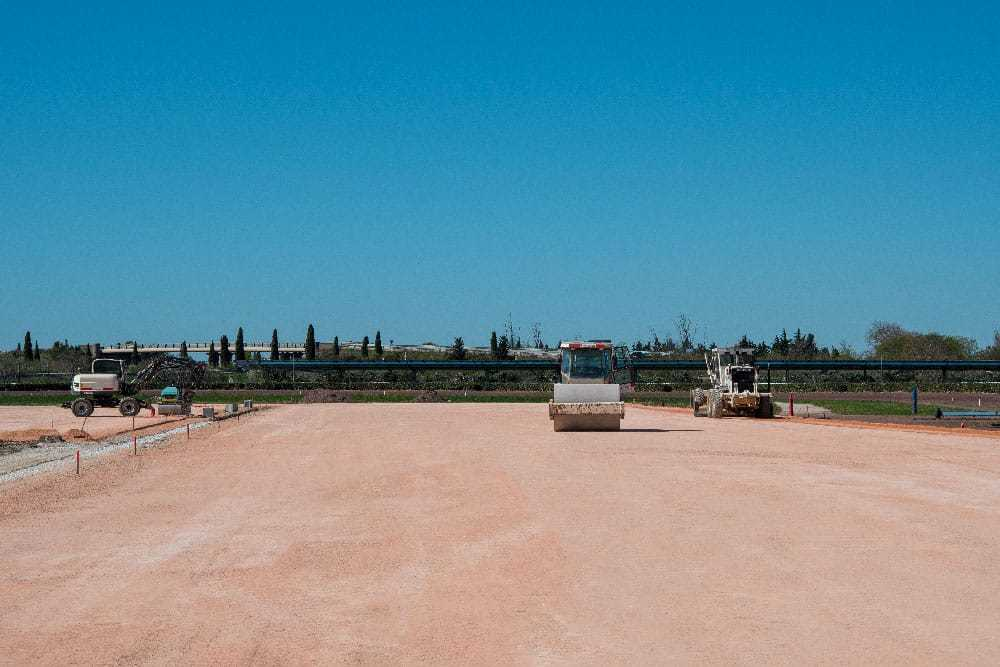 Livraison-sable-rose-TP-provence-eiffage-route-hippodrome-de-la-crau-société-des-courses-de-salon-de-provence